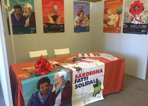 Uno stand promozione di Sardegna Solidale
